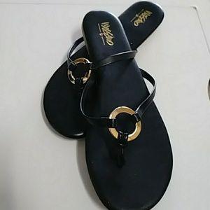 🆕NWOT. Mossimo black thong sandles